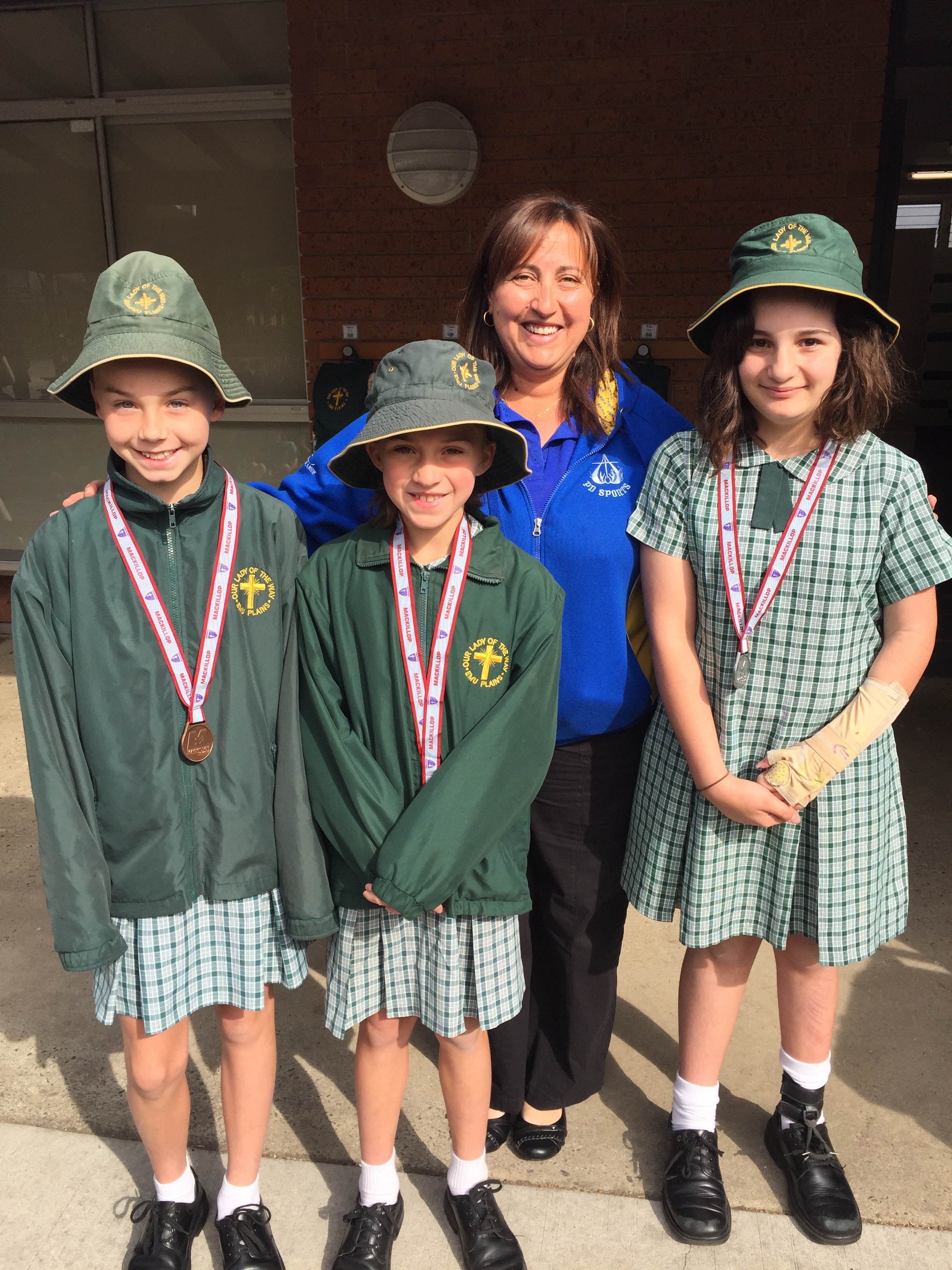 Margaret Thornton presents medals from MacKillop Cup September 2016